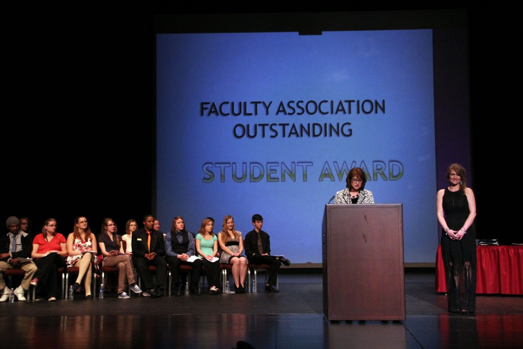 Melanie Jacobs-Davis accepts the Faculty Association's Outstanding Student award from professor Wendy Wysocki.